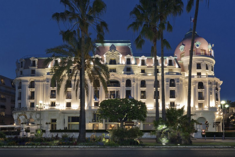 The negresco hotel in nice book a luxury hotel on the for Hotel luxe france